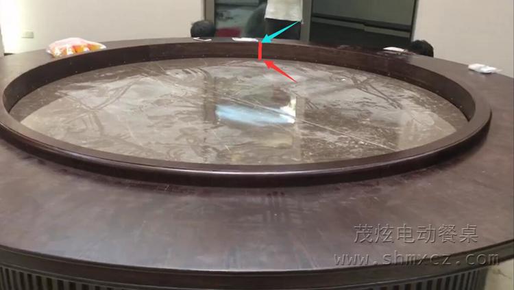 升降式电动moplay体育 机芯下降中